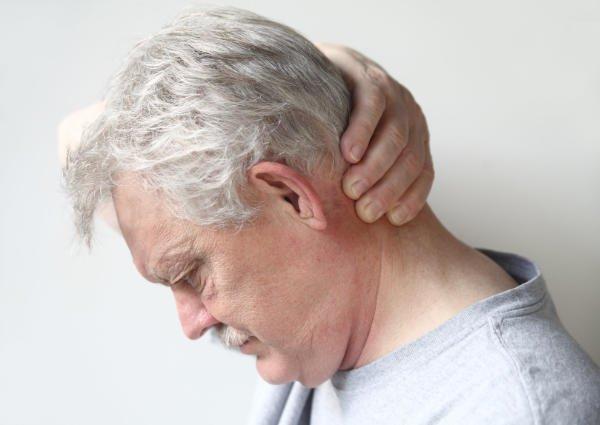 Ból z tyłu głowy – przyczyny i leczenie bólów głowy